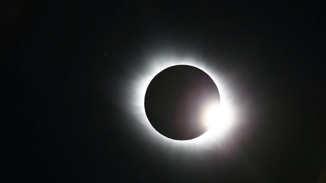 Personas no videntes podrán escuchar el eclipse gracias a dispositivo que cambia la luz por sonido