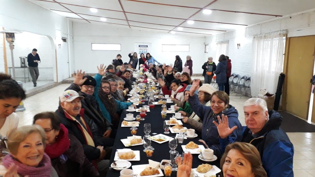 44 adultos mayores viajan a Algarrobo e inician la temporada del programa Vacaciones Tercera Edad en la Región