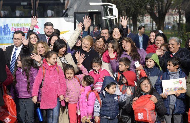 Presidenta Michelle Bachelet da el vamos a la temporada de invierno del Programa Turismo Familiar